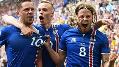 epa05375599 Gylfi Sigurdsson (L) of Iceland celebrates with his teammates Kolbeinn Sigthorsson (C) and Birkir Bjarnason (R) after scoring the 1-0 lead from the penalty spot during the UEFA EURO 2016 group F preliminary round match between Iceland and