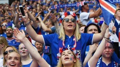 epa05383613 Iceland fans before the UEFA EURO 2016 group F preliminary round match between Iceland and Austria at Stade de France in Saint-Denis, France, 22 June 2016.