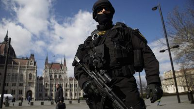 epa05225332 A member of the Counter Terrorism Centre (TEK) patrols the area in front of the Parliament in downtown Budapest, Hungary, 22 March 2016. Hungary raised its terrorism awareness level to grade 2  following the explosions in the departure hall of