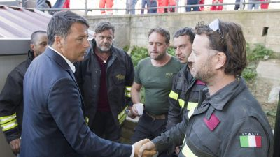 epa05508922 A handout image provided by the Chigi Palace shows Italian premier Matteo Renzi meeting some rescuers in Amatrice, central Italy, 24t August 2016. The quake was felt across a broad section of central Italy, in Umbria, Lazio and Marche Regions,