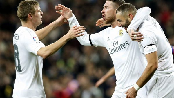epa05094611 Real Madrid's French striker Karim Benzema (R) celebrates with Sergio Ramos (C) and Toni Kroos (L) after scoring the opening goal against Deportivo Coruna during the Spanish Liga Primera Divison soccer match played at Santiago Bernabeu