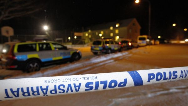 epa05159188 Police have roped off an asylum center after a deadly stabbing in Ljusne, northern Sweden, 13 February 2016. One person was killed in the stabbing and three sent to hospital with unknown injuries.  EPA/PERNILLA WAHLMAN SWEDEN OUT
