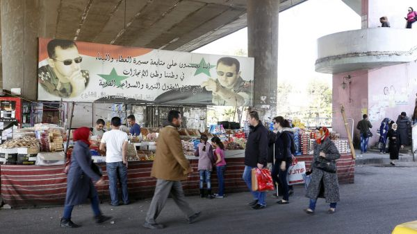 epa05183603 People walk at a market after a ceasefire that went into effect in the capital Damascus, Syria, 27 February 2016. According to monitoring group, the ceasefire in Syria was largely holding on 27 February hours after the deal brokered by Russia
