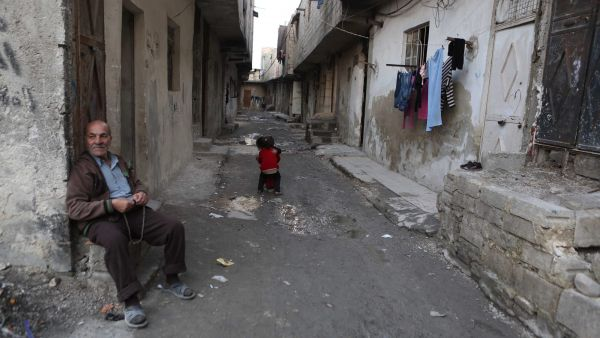 epa05183999 An elderly man holds beads as he sits at a street in the rebel-held neighborhood of Tishreen, after a ceasefire that went into effect in Damascus, Syria, 27 February 2016. According to monitoring group, the ceasefire in Syria was largely
