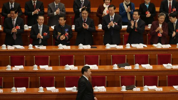 epa05195521 Delegates applaud as Chinese President Xi Jinping (front) arrives during the opening of the fourth Session of the 12th National People's Congress (NPC) at the Great Hall of the People in Beijing, China, 05 March 2016. The NPC has over 3