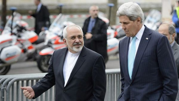 epa04559811 US Secretary of State John Kerry, (R), speaks with Iranian Foreign Minister Mohammad Javad Zarif, (L), as they walk in the city of Geneva, Switzerland, 14 January 2015, during a bilateral meeting ahead of the next round of nuclear discussions,