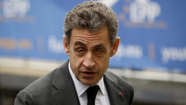 epa04669560  Former French president Nicolas Sarkozy arrives for a meeting of the European People's Party (EPP) ahead to European Heads of states and government summit  in Brussels, Belgium, 19 March 2015.  EPA/OLIVIER HOSLET
