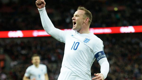epa04682494 England Wayne Rooney celebrates scoring a goal against Lithuania during the UEFA EURO 2016 qualifier round, Group E at Wembley Stadium in London, Britain, 27 March 2015.  EPA/FACUNDO ARRIZABALAGA