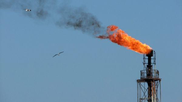 epa01178736 A file photograph date 10 October 2007 showing a burning funnel of the Romanian central oil platform, on the Black Sea, near the shore of Constanta city, 275 Km south-east from Bucharest. Oil prices kept climbing on 21 November 2007, as the
