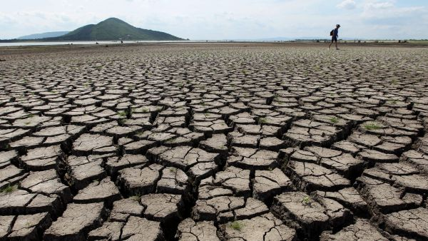 epa04528879 (FILE) Picture taken 15 June 2010 shows cracked and parched earth at central Thailand's biggest water reservoir, the Pasak Cholasit Dam in Lopburi province, about 190 kms northeast of Bangkok, Thailand. UN climate negotiators meeting in