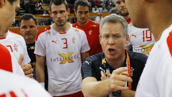 epa04597614 Coach Gudmundur Gudmundsson of Denmark talks to players during the Qatar 2015 24th Men's Handball World Championship match for the 5th place between Croatia and Denmark at the Lusail Multipurpose Hall outside Doha, Qatar, 31 January 2015.