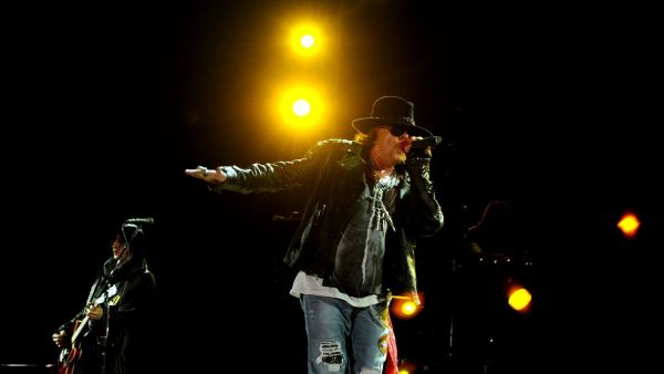 epa03500364 US lead singer, Axl Rose, member of the US hard rock band Guns N' Roses performs during a concert in Bangalore, India, 07 December 2012. Guns N'Roses is on a tour in India for first time.  EPA/JAGADEESH NV