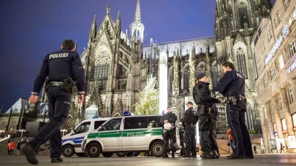 epa05090340 Police officers standing outside the main station next to Cologne cathedral, in Cologne, Germany, 06 January 2016.  After sexual assaults on women at New Year, there is an increased police presence at the main station.  EPA/MAJA HITIJ