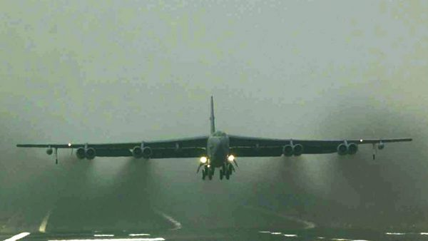 PEN02 - 20030321 -  FAIRFORD, UNITED KINGDOM: One of eight B52 bombers leaves the runway at RAF Fairford laden with bombs en-route for Iraq during a fourteen hour round trip. EPA PHOTO/GERRY PENNY