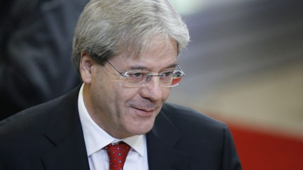 epa05068496 Italian Foreign Minister Paolo Gentiloni arrives for the start of the European Foreign Affairs Council, in Brussels, Belgium, 14 December 2015. EU foreign ministers meet to discuss counter-terrorism efforts and the situation in Libya. They are