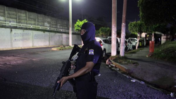 epa04893971 An armed member of the National Civilian Police (PNC) of El Salvador patrols the surroundings of Quezaltepeque prison, in Quetzaltepeque, some 25km from San Salvador, El Salvador, 22 August 2015. According to media reports on 22 August 2015,
