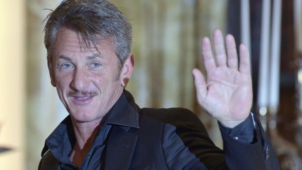 epa04750902 US actor Sean Penn arrives for a news conference for the Life Ball 2015, in Vienna, Austria, 16 May 2015. The Life Ball in Vienna is a charity event supporting people with HIV or AIDS.  EPA/HANS PUNZ no restriction apply