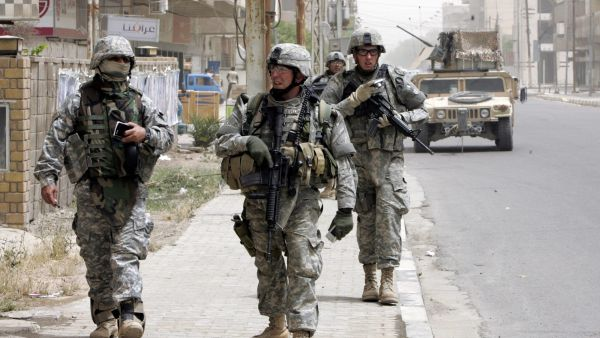 epa05107535 (FILE) A file photograph dated on 24 April 2007 shows US troops patrolling in the streets of Baghdad, Iraq . According to media reports on 17 January 2016  three US citizens have been abducted by unidentified militia members in Baghdad.