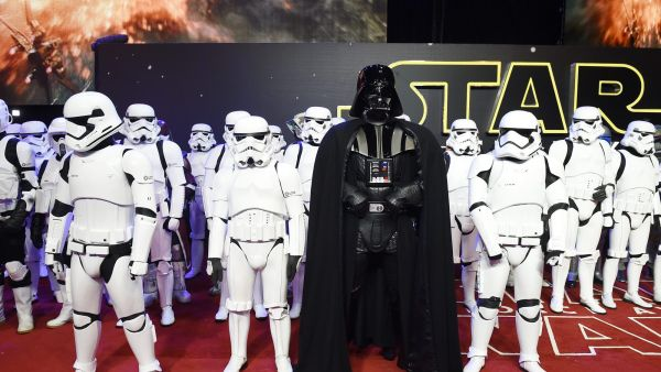 epa05071364 Star Wars characters Stormtroopers and Darth Vader (C) arrive to the European premiere of the film 'Star Wars: The Force Awakens' in Leicester square in London, Britain, 16 December 2015. The film is the seventh in the Star Wars