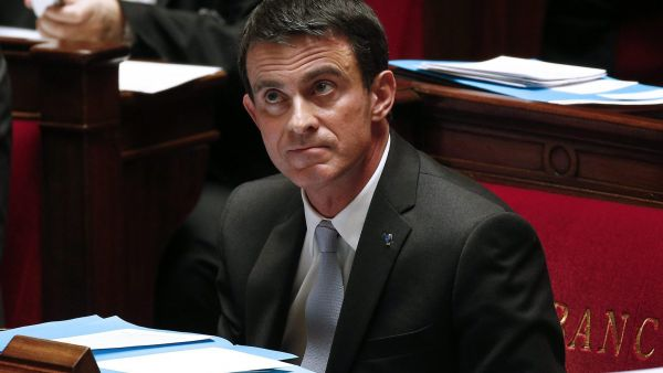epa05098757 French Prime Minister Manuel Valls listens to the speeches during the weekly session of question to Government at the French National Assembly in Paris, France, 12 January 2016.  EPA/YOAN VALAT