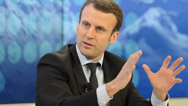 epa05117917 Emmanuel Macron, Minister of the Economy of France speaks during a panel session at the 46th Annual Meeting of the World Economic Forum, WEF, in Davos, Switzerland, 22 January 2016. The overarching theme of the Meeting, which takes place from