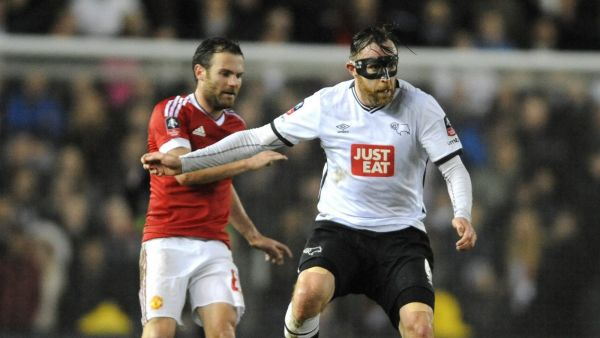 Derby's Richard Keogh, right, holds back Manchester United's Juan Mata during the English FA Cup fourth round soccer match between Derby County and Manchester United at the iPro Stadium, Pride Park in Derby, England, Friday, Jan. 29, 2016. (AP Photo/Rui