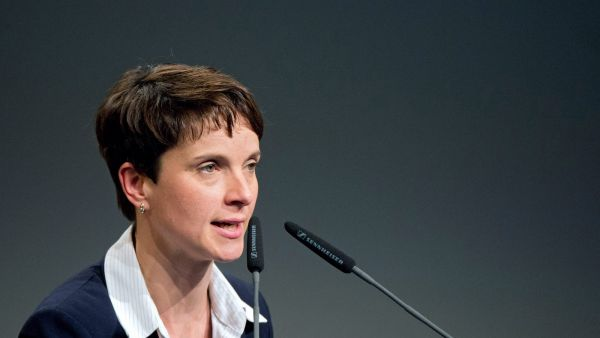 epa05135906 (FILE) A file picture dated 29 november 2015 shows Frauke Petry, Speaker of the right-wing populist political party Alternative for Germany (AfD, Alternative fuer Deutschland), delivering a speech at the AfD federal convention in Hanover,