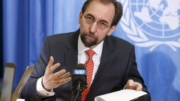 epa05138148 UN High Commissioner for Human Rights Zeid Ra'ad Al Hussein of Jordan speaks to the media during a press conference at the European headquarters of the United Nations in Geneva, Switzerland, 01 February 2016.  EPA/SALVATORE DI NOLFI