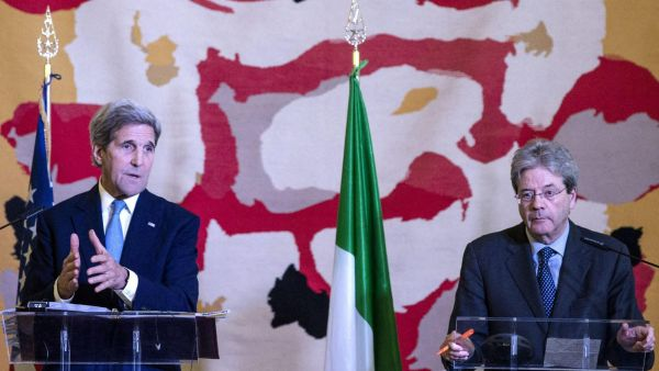 epa05139994 Italian Foreign Minister Paolo Gentiloni (R) and US Secretary of State John Kerry talk during a joint press conference after a meeting of the US-led coalition against the Islamic State, in Rome, Italy, 02 February 2016. US Secretary of State