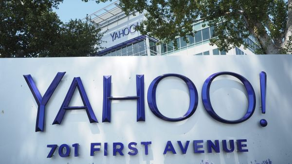 epa05139463 (FILE) A file photo dated 0 August 2015 showing Yahoo! Corporate headquarters and campus with their updated logo in Sunnyvale, California, USA. Yahoo! is to release their 4th quarter and full year 2015 earnings report on 02 February 2016.  EPA