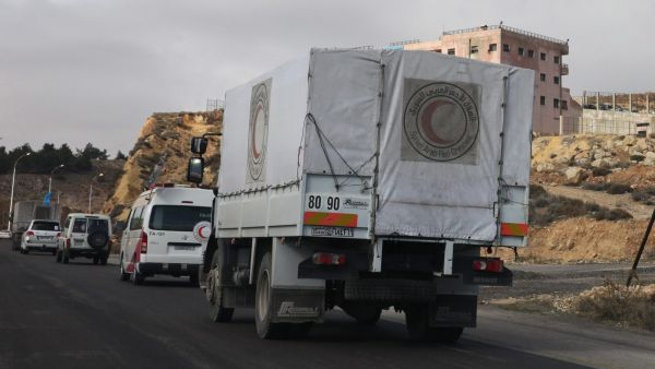 epa05101103 Several trucks loaded with food, medicine, blankets and other materials drive to the besieged town of Madaya, some 24 kilometers southwest of Damascus, Syria, 14 January 2016. Convoys of humanitarian supplies, the second in a week, were on