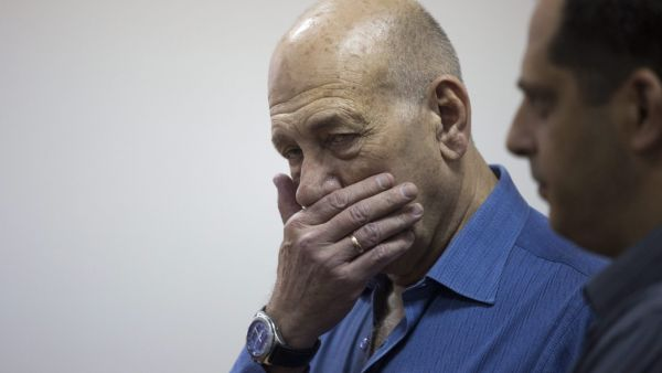 epa04766716 Former Israeli Prime Minister Ehud Olmert reacts at the Jerusalem District Court, in Jerusalem, 25 May 2015. Olmert was handed an eight months prison sentence following his conviction for fraud and breach of trust in the Talansky affair. He