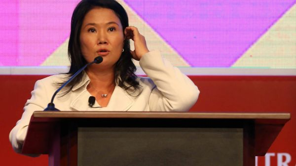 epa05140552 Peruvian presidential candidate for the 'Fuerza Popular Party', Keiko Fujimori, participates in the Sixth International Anticorruption Conference of the Controllership in Lima, Peru, 02 February 2016. Peru will hold general elections