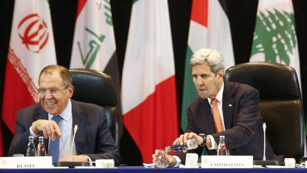 epa05154988 US Secretary of State John Kerry (R) and Russian Foreign Minister Sergei Lavrov (L) attend the International Syria Support Group (ISSG) meeting in Munich, Germany, 11 February 2016, together with members of the Syrian opposition and other