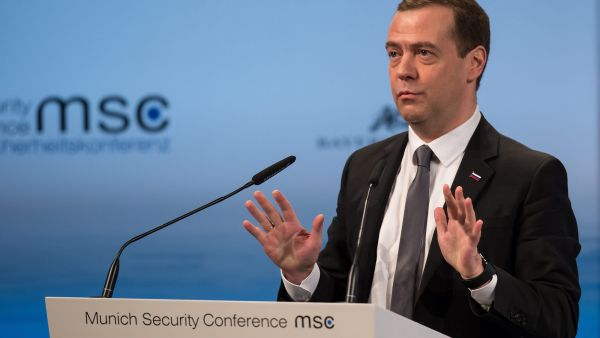 epaselect epa05157745 Russian Prime Minister Dmitry Medvedev speaks at the 52nd Security Conference in Munich, Germany, 13 February 2016. The 52nd Security Conference, where foreign policy and defence experts are meeting to discuss global crises continues