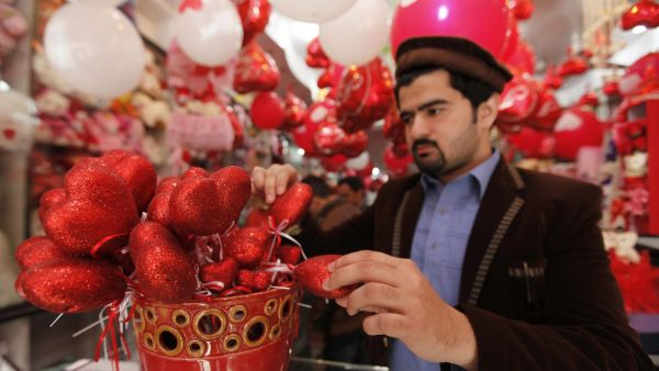 epa05157873 A man waits for customers as he put gifts on sale for Valentines Day, in Peshawar, Pakistan, 13 February 2016. Valentines Day is considered to be un-Islamic in Pakistan.  EPA/ARSHAD ARBAB