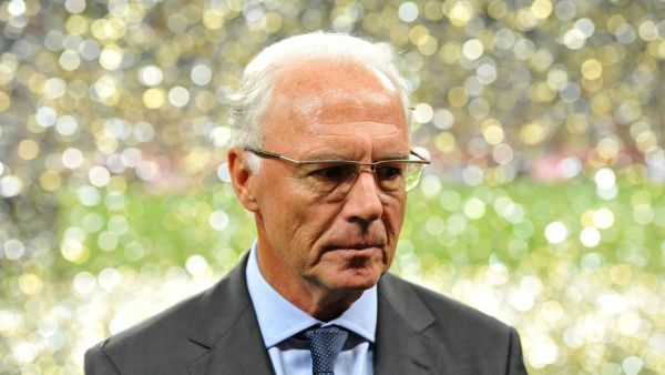 epa05019196 (FILE) A file photograph shows Honoray president of FC Bayern Munich Franz Beckenbauer leaving the pitch after the soccer friendly match between FC Bayern Munich and Real Madrid at the Allianz Arena stadium in Munich, Germany, 13 August 2010.