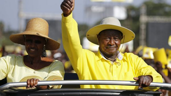 epaselect epa05164677 Accompanied by his wife Janet Museveni (L), Uganda's incumbent President Yoweri Museveni (R) greets his supporters upon his arrival at his last campaing rally in Kampala, Uganda, 16 February 2016. Ugandan police confirmed that