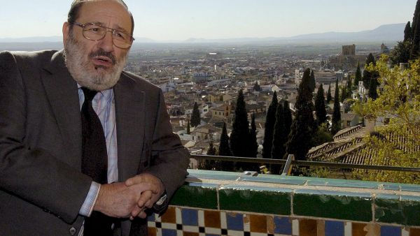 epa01303972 Italian writer and intellectual Umberto Eco poses for the media on a balcony of Granada, southern Spain 03 April 2008. 'Hay Festival' is an international meeting that brings together musicians, writers and intellectuals and will be