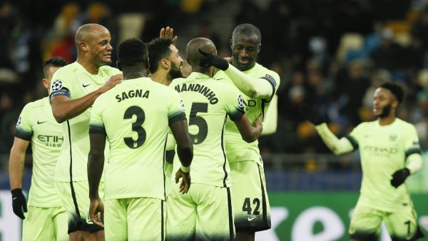 epa05179300 Manchester City players celebrate after Yaya Toure (2-R) scored a goal during the UEFA Champions League round of 16, first leg soccer match between Dynamo Kyiv and Manchester City at the Olimpiyskiy stadium in Kiev, Ukraine, 24 February 2016.