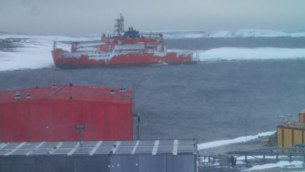 epa05181469 A handout picture made available by the Australian Antarctic Division (AAD) on 26 February 2016 shows Australian icebreaker Aurora Australis stuck on rocks at West Arm in Horseshoe Harbour, Antarctica, 25 February 2016, during a resupply