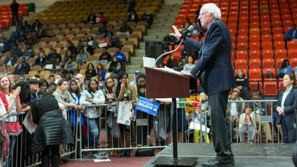 epa05182967 Democratic presidential candidate Senator Bernie Sanders addresses a rally at the historically black Claflin University in Orangeburg, South Carolina, USA, 26 February 2016. The South Carolina Democratic presidential primary is 27 February
