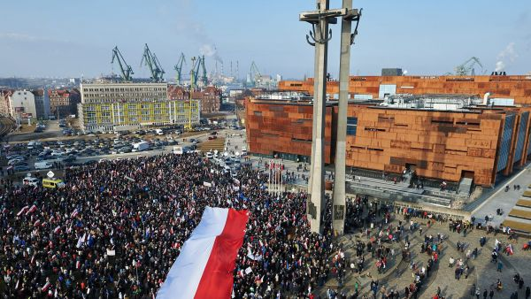epa05185094 People during a rally in support of former Polish president Lech Walesa, in Gdansk, Poland, 28 February 2016. The event was held in support of first leader of Solidarity movement and former Polish president Lech Walesa, who was recently