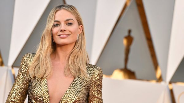 Margot Robbie arrives at the Oscars on Sunday, Feb. 28, 2016, at the Dolby Theatre in Los Angeles. (Photo by Jordan Strauss/Invision/AP)