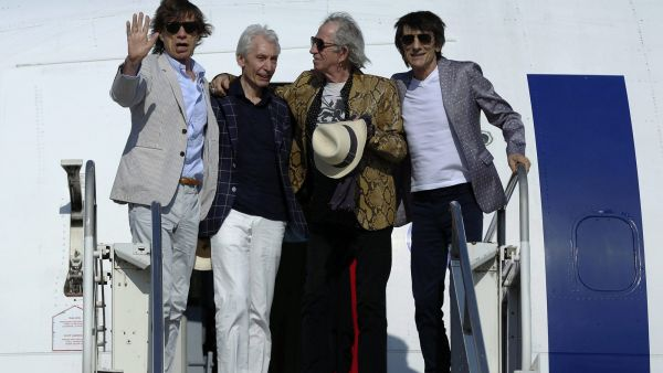 epa05163212 The members of the legendary British rock band 'The Rolling Stones' with (L-R) Mick Jagger, Charlie Watts, Keith Richards and Ronnie Wood, wave from the top of a gangway as they disembark from an airplane upon their arrival in