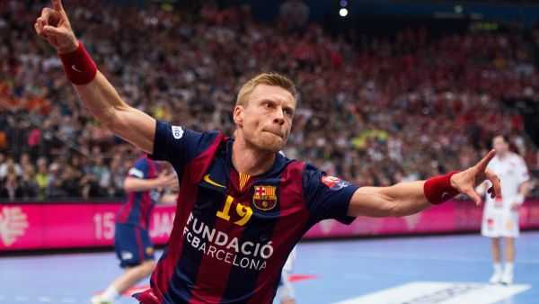 epa04777758 Barcelona's Gudjon Valur Sigurdsson celebrates a goal during the EHF Handball Champions League final four match between FC Barcelona and MKB-MVM Veszpremam at the Lanxess-Arena in Cologne, Germany, 31 May 2015.  EPA/MARIUS BECKER