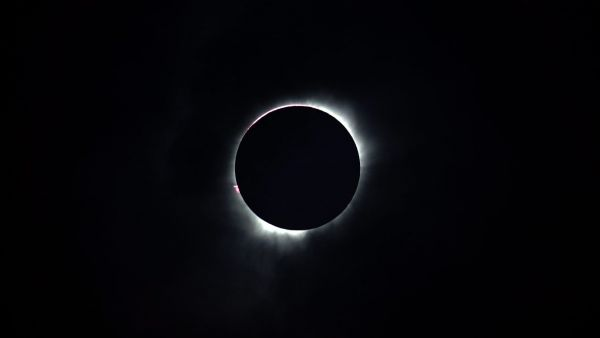 epa05202062 A total solar eclipse is seen in Ternate, Maluku Islands, Indonesia, 09 March 2016. A total solar eclipse plunged parts of the Indonesian archipelago into eerie day-time darkness. Totality, when the whole sun disappears behind the moon from
