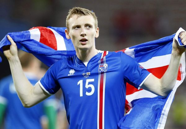 epa05395454 Jon Dadi Bodvarsson of Iceland celebrates after the UEFA EURO 2016 round of 16 match between England and Iceland at Stade de Nice in Nice, France, 27 June 2016. Iceland won 2-1.