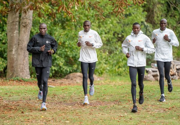 epa08704352 Eliud Kipchoge (L) of Kenya trains alongside his pacemakers within the grounds of the official hotel (location not disclosed) and biosecure bubble, Britain, 28 September 2020, ahead of the historic elite-only 2020 Virgin Money London Marathon on Sunday 4 October. The 40th Race will take place on a closed-loop circuit around St James Park in central Londo  EPA-EFE/Bob Martin for London Marathon / POOL   EDITORIAL USE ONLY/NO SALES