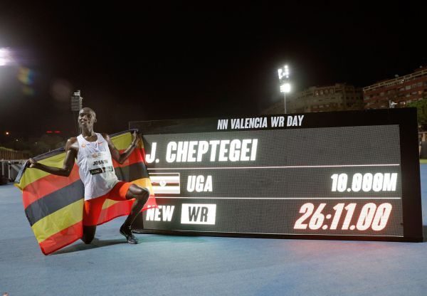 epa08727896 Uganda's Joshua Cheptegei poses for photographs after setting a new men's 10,000m world record at the NN Valencia World Record Day athletics meeting held at Turia stadium in Valencia, eastern Spain, 07 October 2020.  EPA-EFE/Manuel Bruque